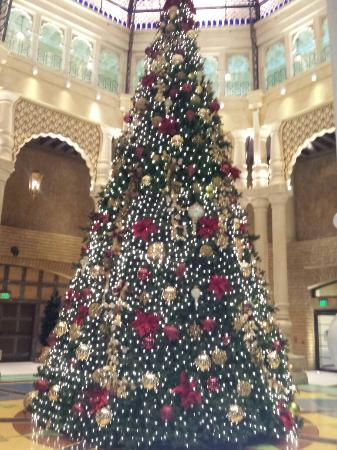 Argosy Casino Hotel & Spa Kansas City: Their beautiful Christmas tree