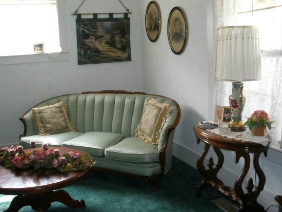 Wayman's Corner Bed and Breakfast: Everyone tells me that it feels like Grandma's house!
