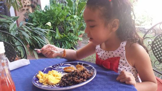 Hotel La Posada Del Angel: Eva enjoying the daily breakfast
