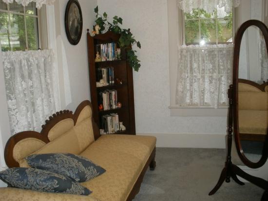 Wayman's Corner Bed and Breakfast: The second floor sitting area