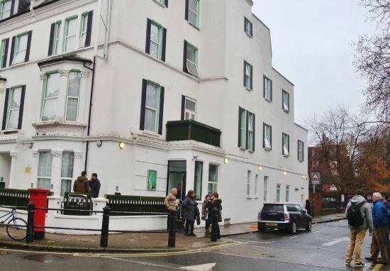 Kensington West Hotel : HOTEL LIMPIO HABITACIONES PEQUEÑAS
