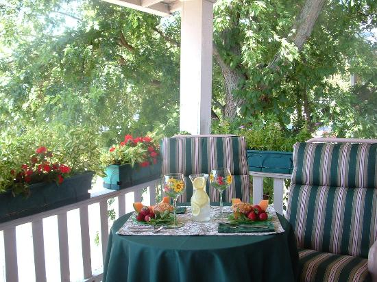 Wayman's Corner Bed and Breakfast: The Balcony Porch