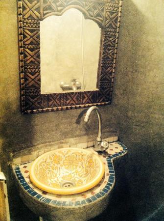 Surf & Chill Hostel : bathroom
