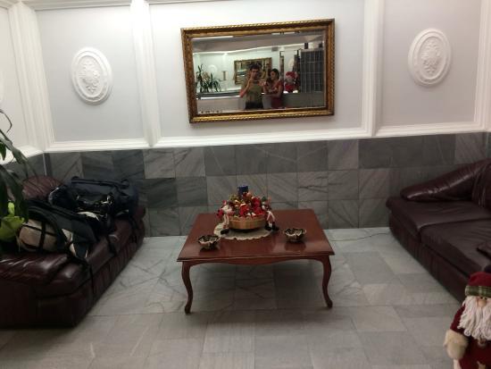 Suites Real 85: Saguão