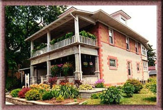 Wayman's Corner Bed and Breakfast: The unusual brick makes this an eye-catching property.