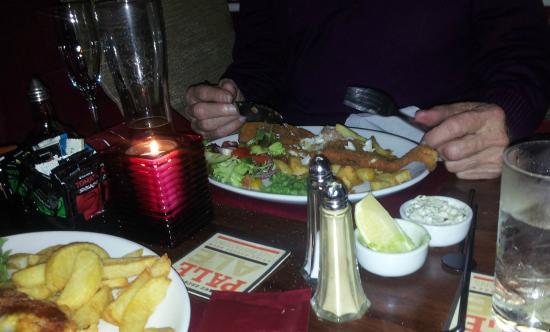 Queen Victoria Pub & Restaurant: Breaded Haddock
