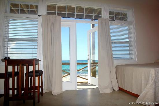 Dawn's Bayview Motel: Beach view and Atlantic ocean