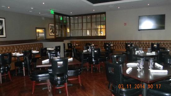 Social Restaurant And Bar Seating Area