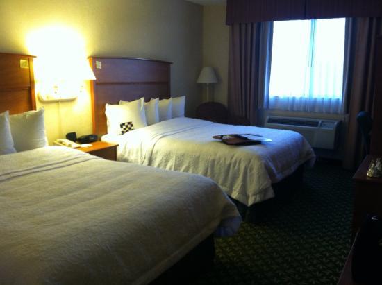 Hampton Inn Portland Clackamas: Beds