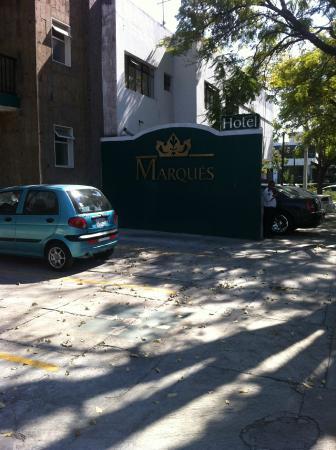 Del Marques Hotel & Suites: parqueadero