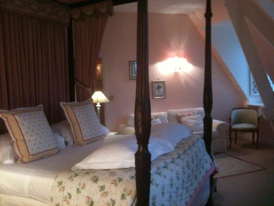 Chateau de Montreuil : Our bedroom