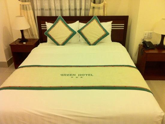 Green Hotel: my bed