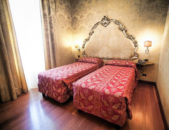 Hotel Des Epoques Rome Italy