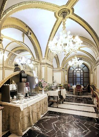 Hotel Des Epoques Rome Italy
