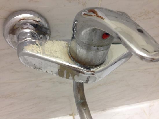 Sorea Maj Hotel: dirty tap