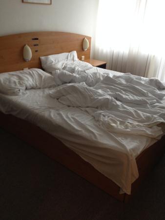 Hotel Sorea Maj: beds are not made