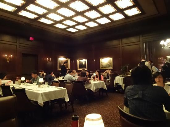 Hy's Steak House - Waikiki: 店内の雰囲気