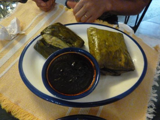 La Bella Lula: Tamales exquisito con mole negro