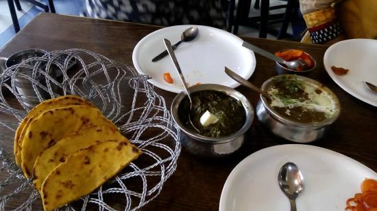 Bharawan Da Dhaba: makki di roti Sarson da saag dal makhani