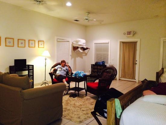 Casa 325: Large studio room 2 queen beds!