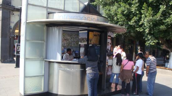 El Parian: Informacion  Turistica kiosk, Tlaquepaque