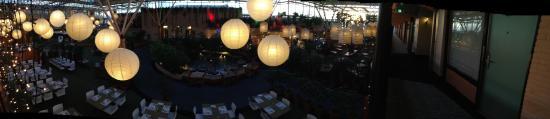 Holiday Inn Leiden: Grand espace intérieur