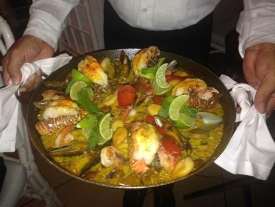 La Casa de Los Nogueras: Paella for 5