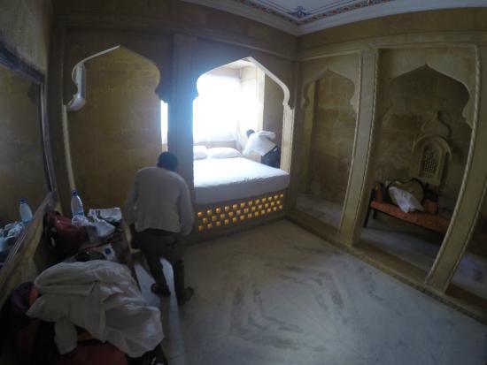 Hotel Raslila Vila: Hunting for Ants. Cazando Hormigas