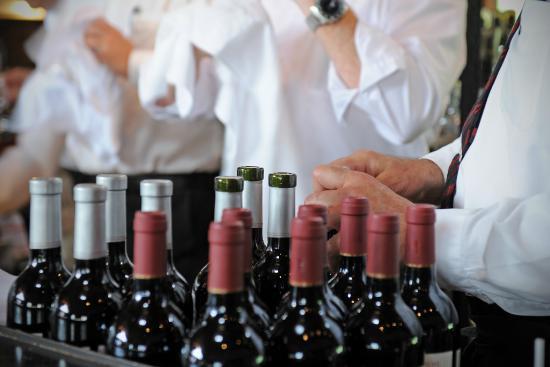 La Forge Bistro-Bar & Grill: Grill_wine waiters