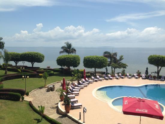 Protea Hotel by Marriott Entebbe: Pool Area