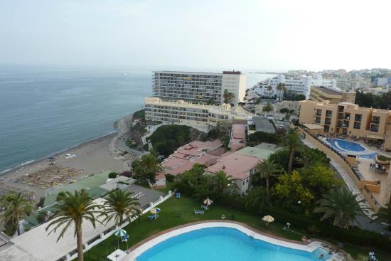 Apartamentos Torre de la Roca: View to the West