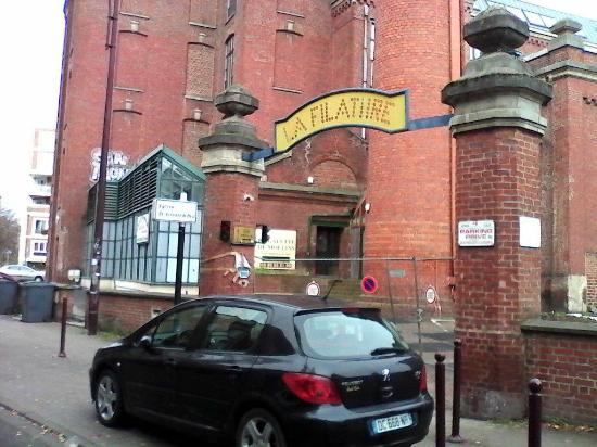L'entrée (filature et Eglise Saint Vincent de Paul )
