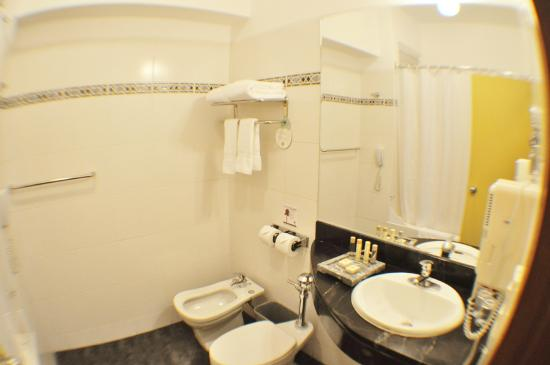 Tierra Viva Machu Picchu: Bathroom