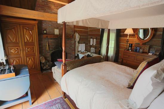 Hotel Quintessence: Insdie Clagett
