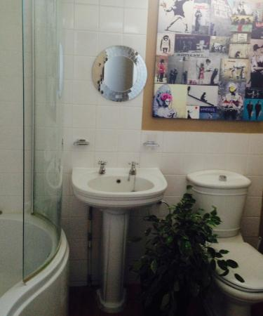 Cashmoor Inn : Shared bathroom