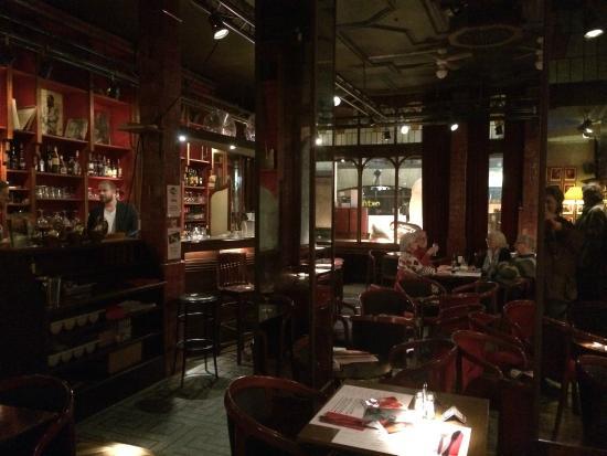 The Music Village: le bar et ses chaises version tabouret