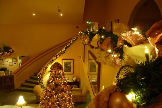 Gorges Grant Hotel: Lobby with Christmas decorations.