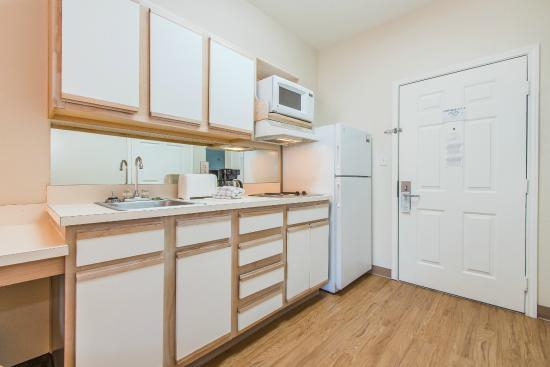 Colorado Springs Extended Stay Hotel: Kitchen