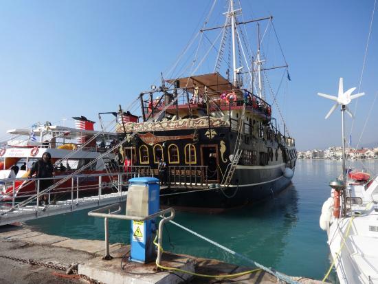 Planos Apart Hotel: pirate ship trip to ship wreck