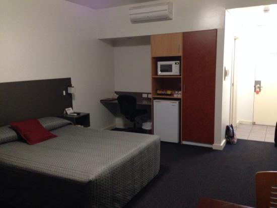 Dysart, Australia: Standard Room (with desk & microwave)