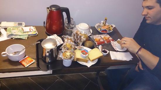Residenza Borghese: Asi era el desayuno que te traían a la hab