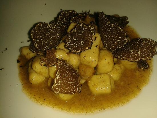 Creativita Restaurant: Gnocchi al tartufo nero