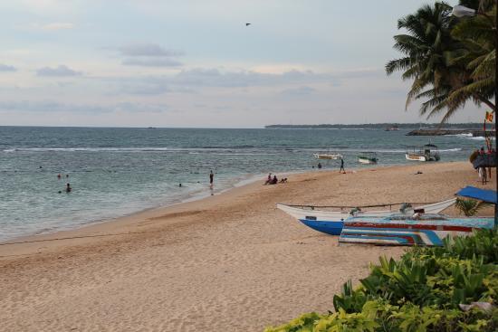 Coral Sands Hotel: пляж рядом с отелем