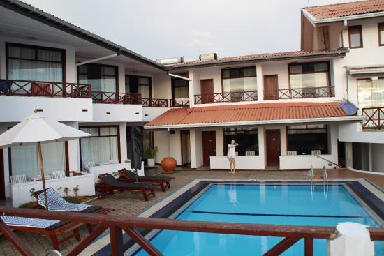 Coral Sands Hotel: бассейн  в пяти шагах от комнаты
