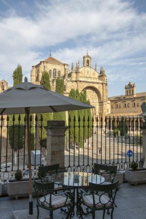 NH Salamanca Palacio de Castellanos: Летняя терраса