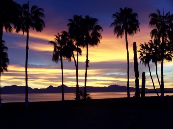 Loreto Bay National Marine Park: dawn view of Isla del Carmen