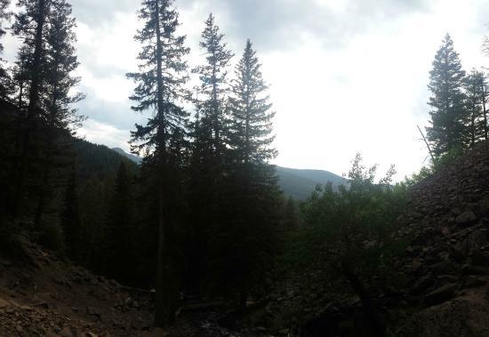 Palisade Falls: Vista das montanhas