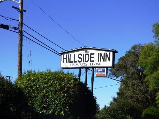 Hillside Inn: Road Sign