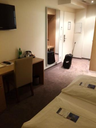 Hotel Berlin Mitte by Campanile: großes Zimmer