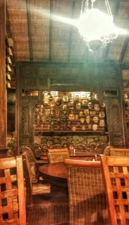 Boemi Joglo: Ethnic restaurant with traditional atmosphere